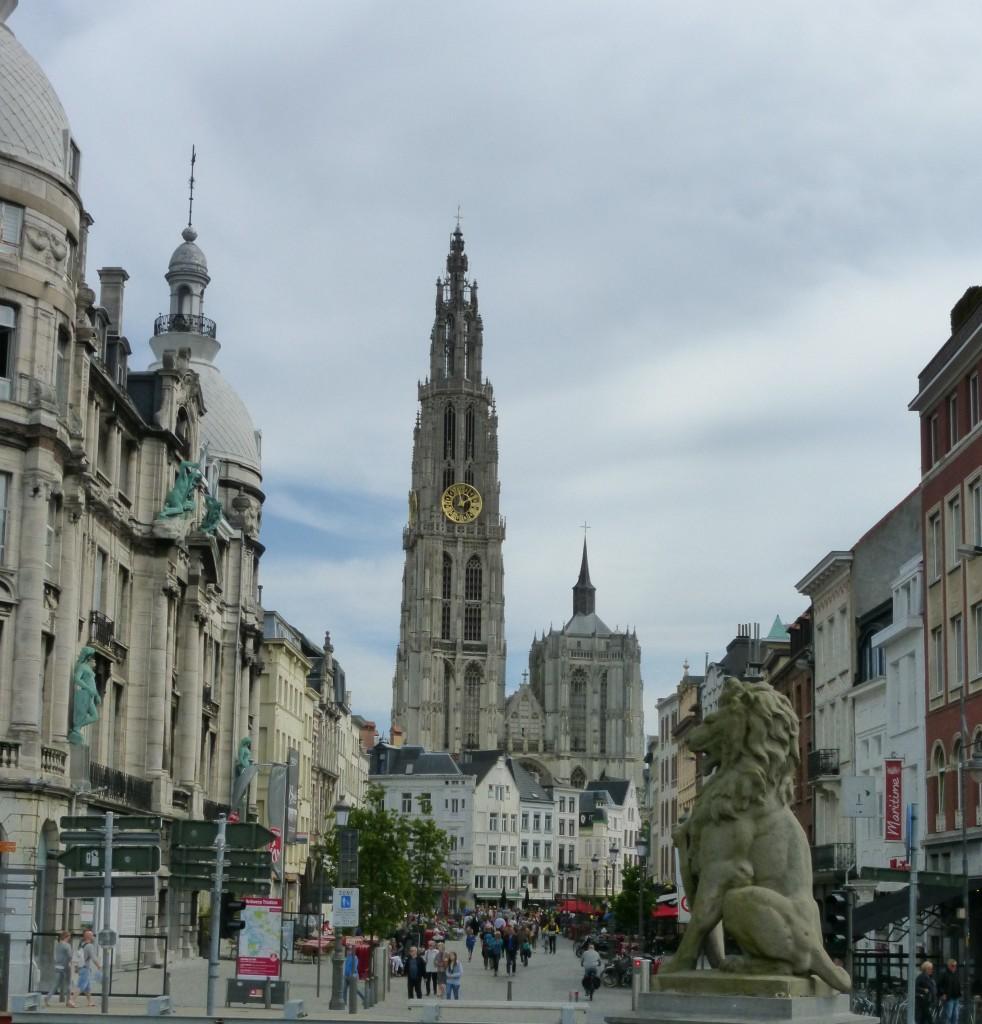 Blick auf die Kathedrale von der Schelde aus