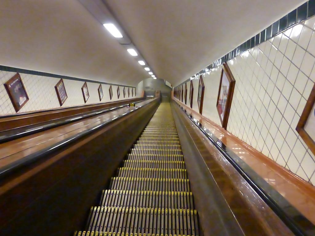 Rolltreppe zum Fußgängertunnel unter der Schelde