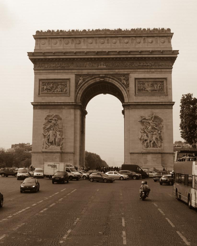 Champs d'Elisee mit demArc de Triumph