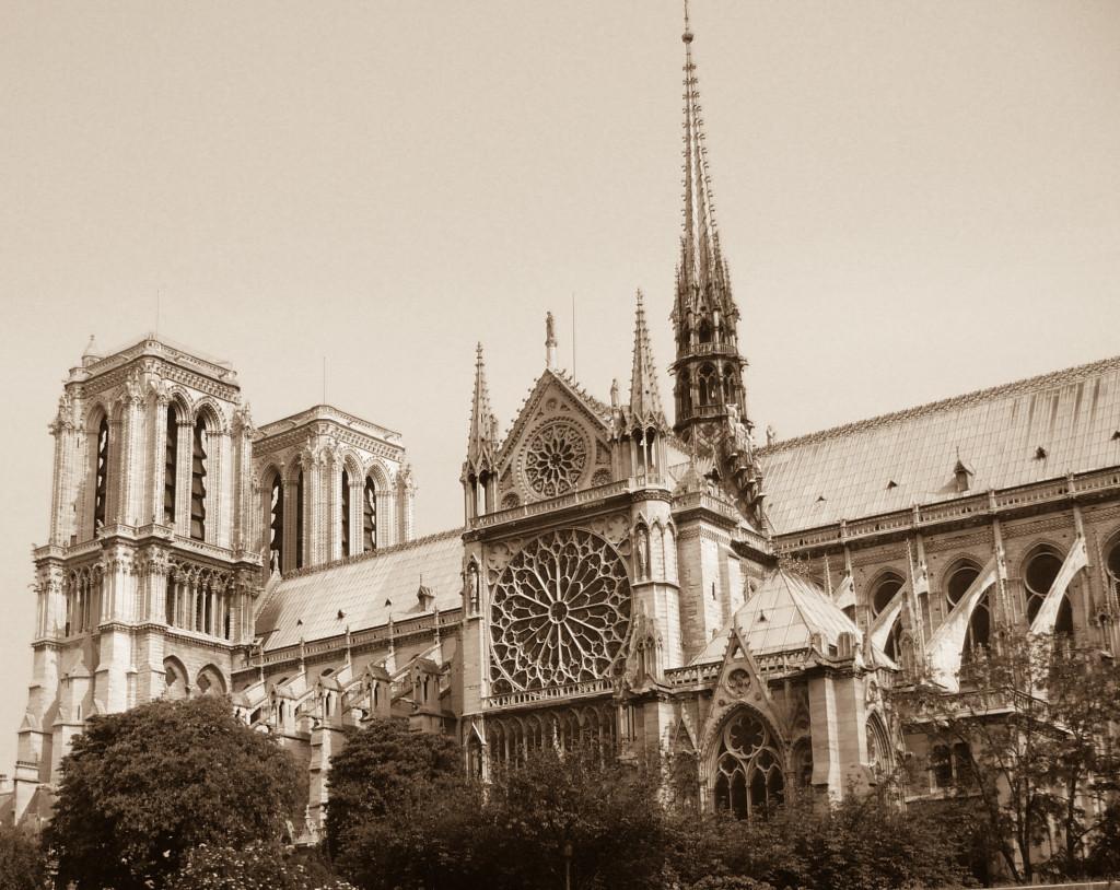 Notre Dame vom Schiff aus gesehen