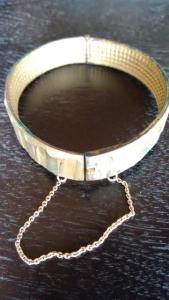 aus solch einem Kupferring gearbeitetes Armband