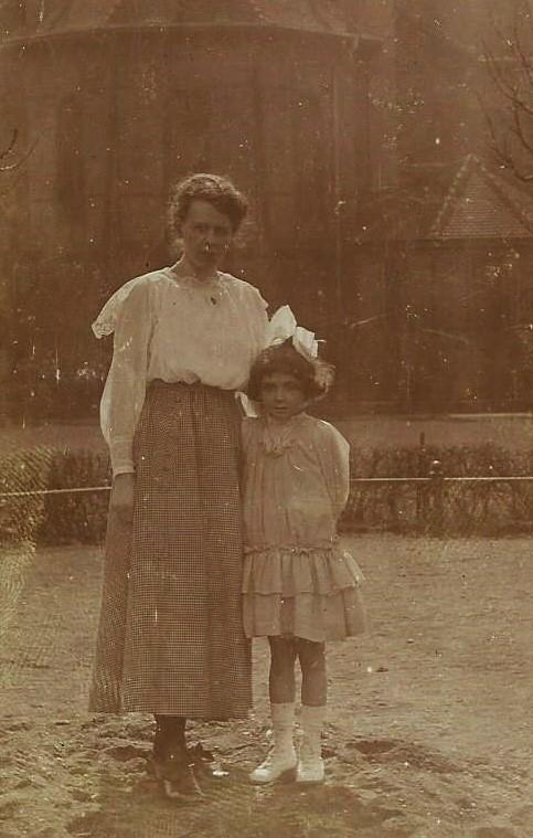 Maria mit Alice