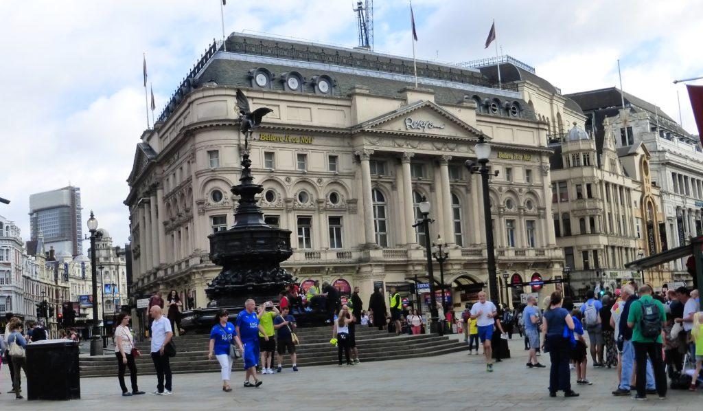 Piccadilly Circus mit dem Erosbrunnen