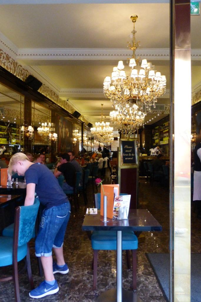 Ausruhen in einem wunderbaren Café auf dem Weg Richtung Whitehall